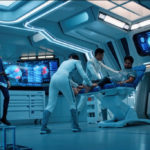 Star Trek Discovery S01E12 Vaulting Ambition - Saru observa Tyler na enfermaria