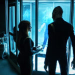 Star Trek Discovery S01E12 Vaulting Ambition - Tittly e Saru observam Stamets