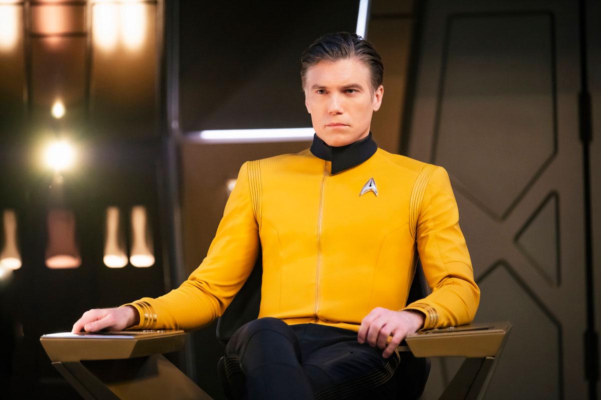 Capitão Pike assumindo o comando da Discovery