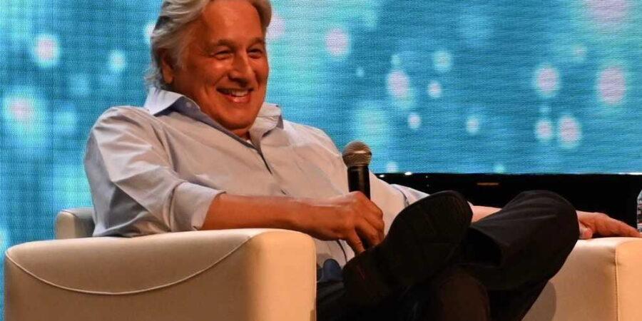 Robert Beltran na convenção 55-Yearr Mission em Las Vegas. Foto: TrekMovie.com